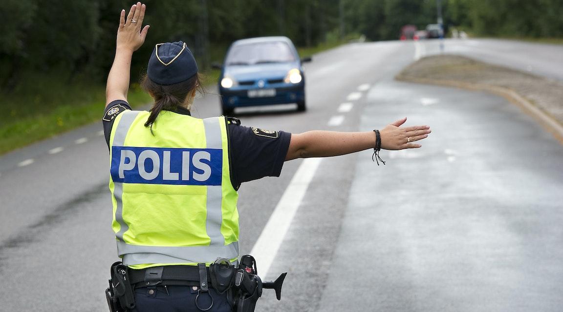 """""""Fikapeng"""" till polis som släppt fortkörare var muta"""