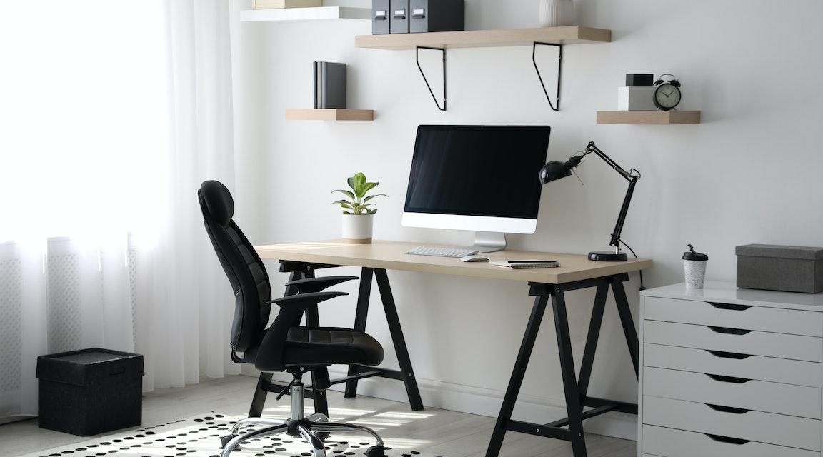 SRN oenig om avdragsrätt för köp av kontorsutrustning till anställdas hem