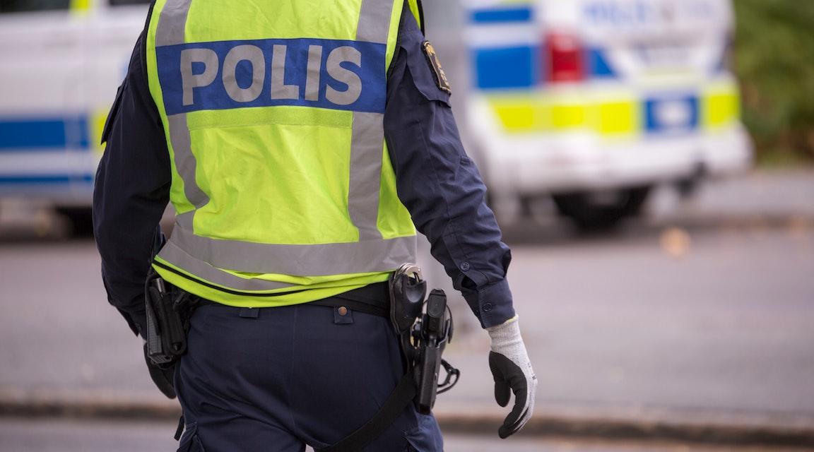 Sambo till kriminell måste sluta som polis