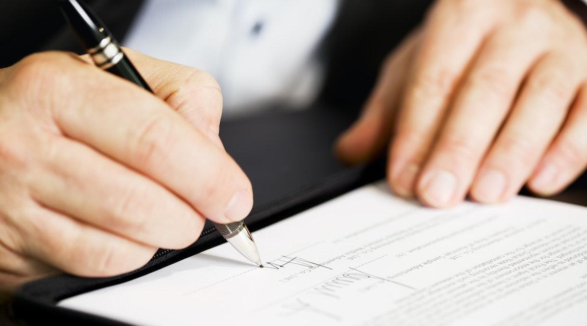 """Advokat utesluts efter fastighetsaffärer med egenintresse – """"uppsåtlig orätt"""""""